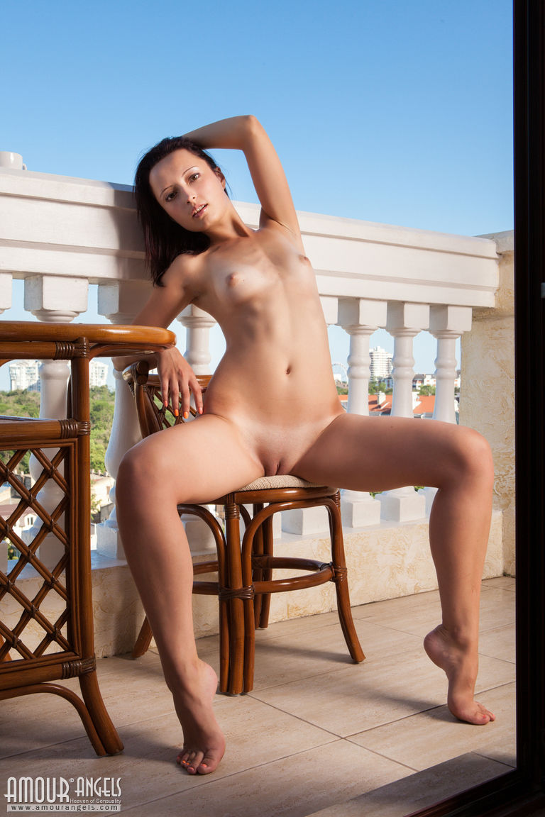 pink-pussy-gals-busty-mature-water