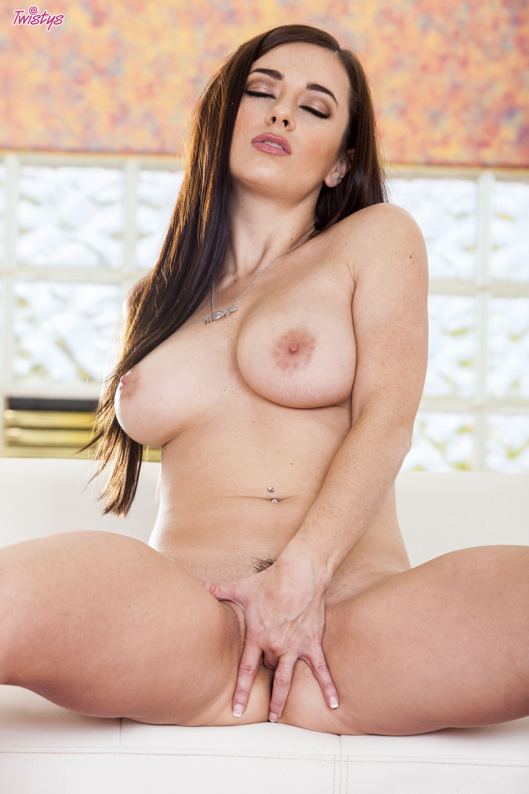 Taylor vixen gets naughty celebrating new years day
